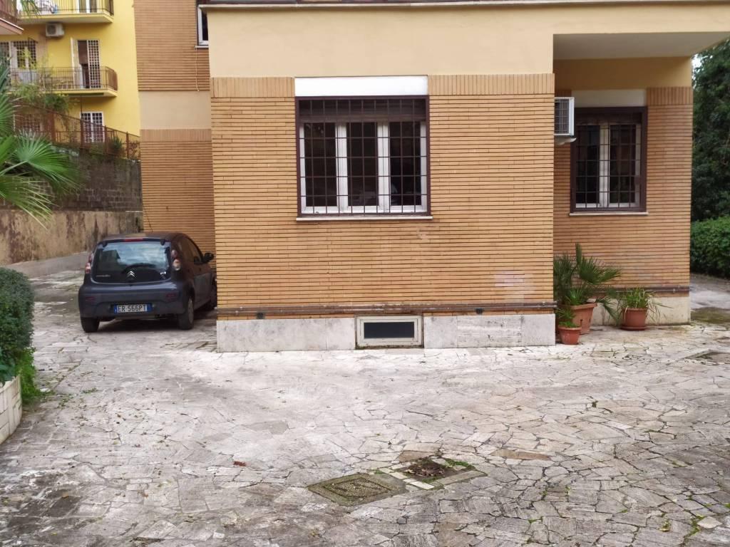 foto 01 Appartamento in villa via Mompeo, Roma