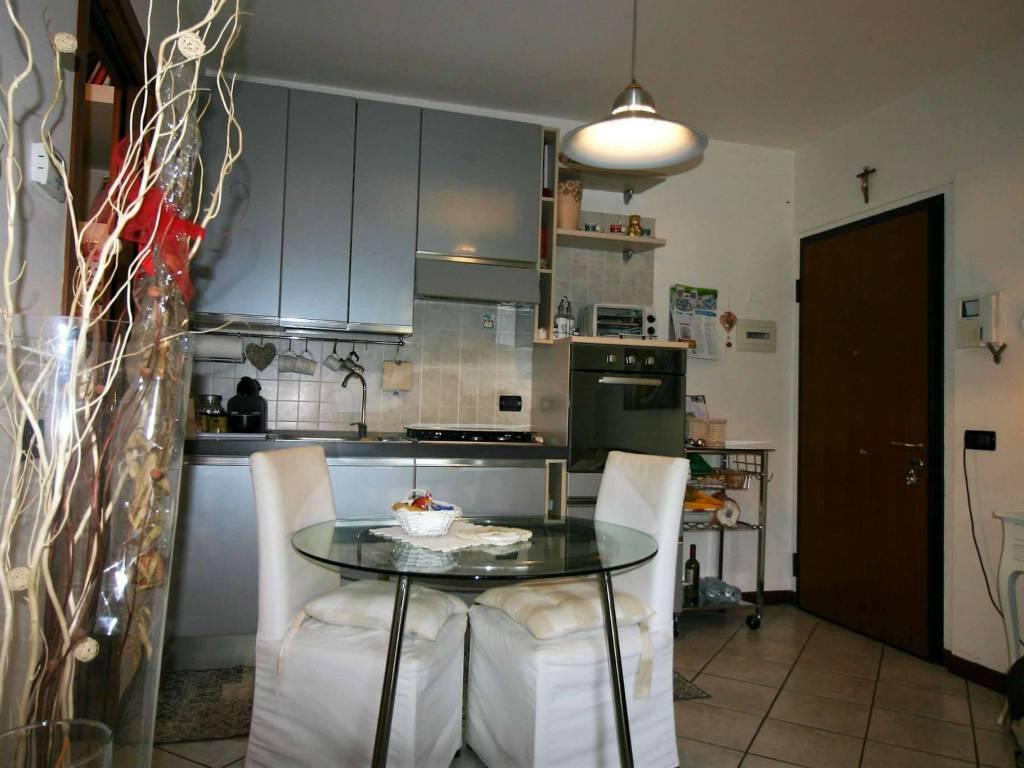 Carraro Tende Da Sole vendita appartamento bernareggio. bilocale in via e setti