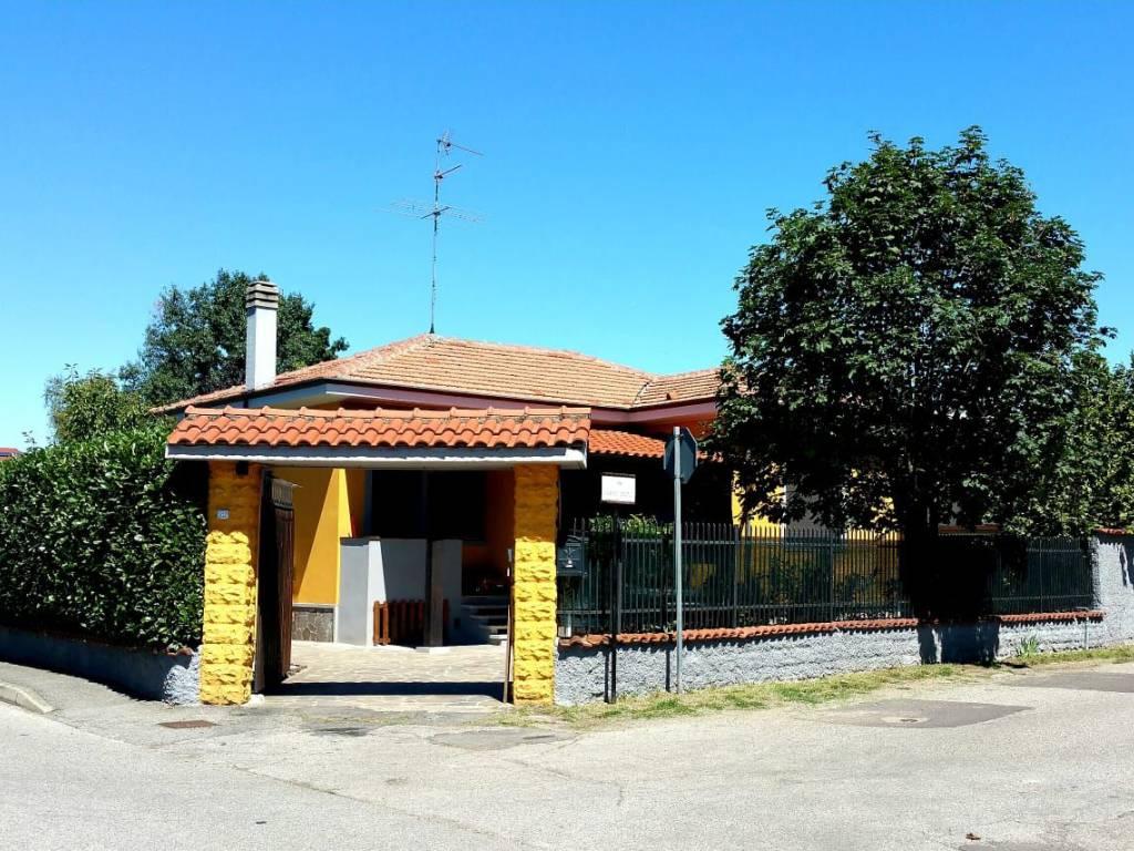 foto  Single family villa via Monsignor Ermenegildo Bonalumi, Arconate