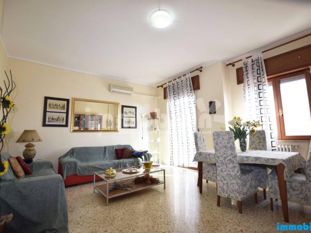 foto soggiorno/salotto Appartamento buono stato, secondo piano, Oria