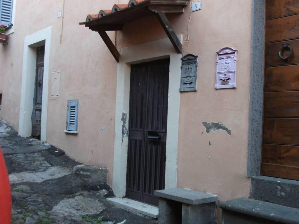 Vendita Appartamento Caprarola. Trilocale in via Taddeo e ...