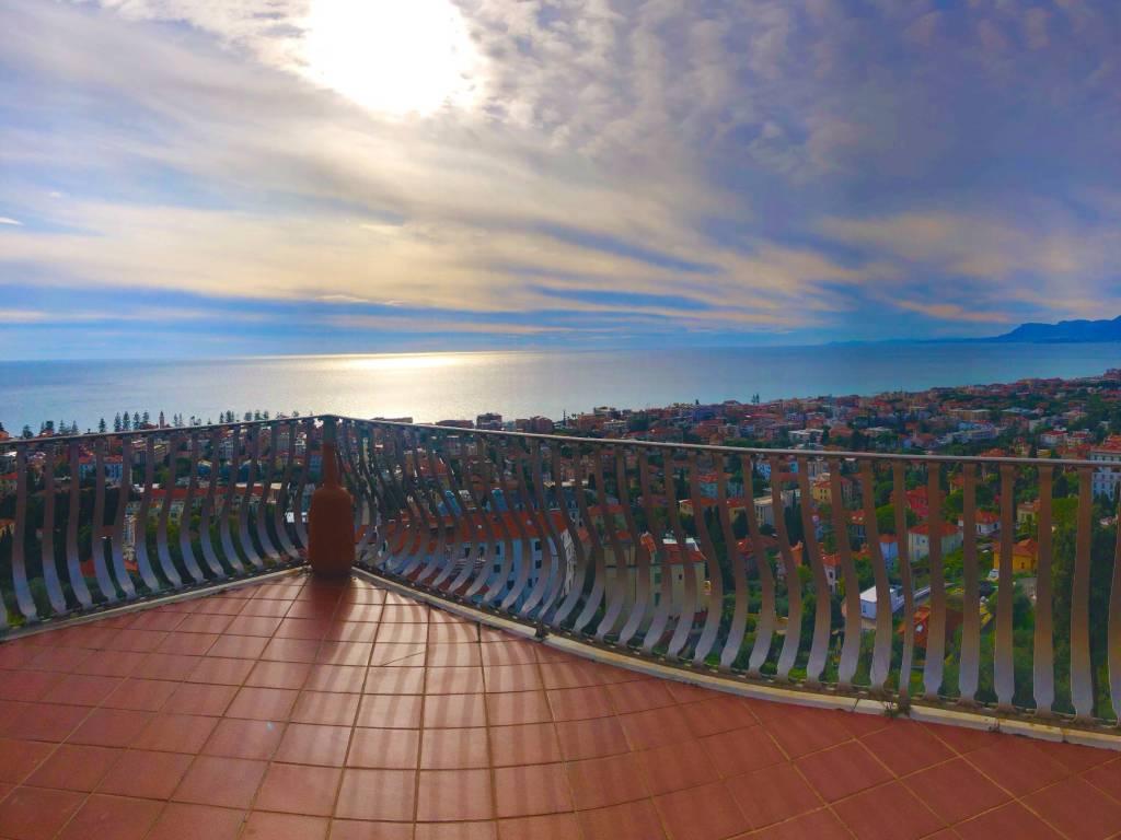 foto  Apartment via dei Colli 115, Bordighera
