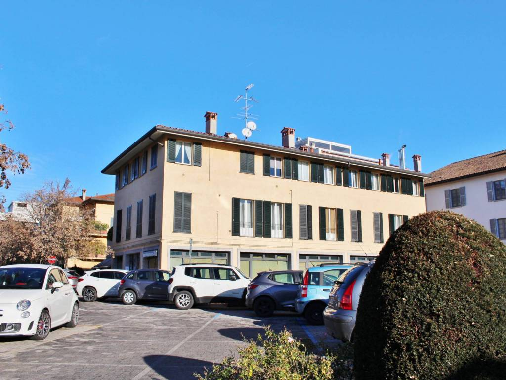 Locale commerciale piazza Ercole Procaccini, Cesano ...