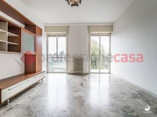 Photo - 4-room flat via Sant'Invenzio, Gaggiano