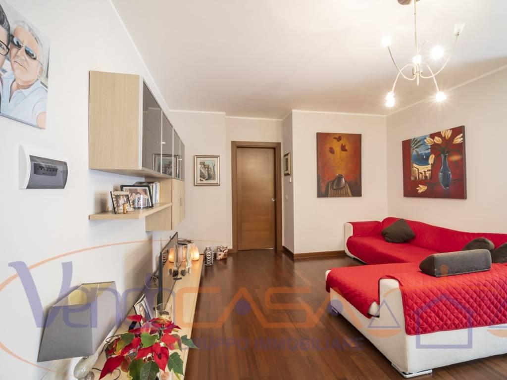 foto soggiorno 4-room flat viale Piero Masera 51, Alba