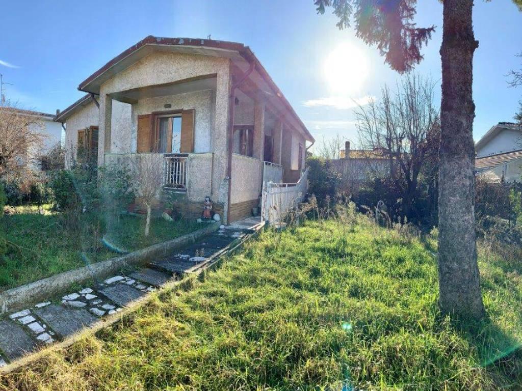 foto facciata Single family villa via Arturo Labriola, Corsico