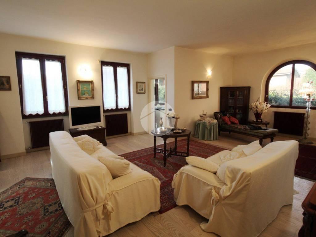 Vendita Villa unifamiliare in via Giosuè Carducci Bussero ...