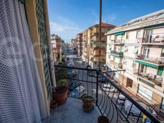 Foto - Trilocale via armelio, 27, Porto Maurizio, Imperia