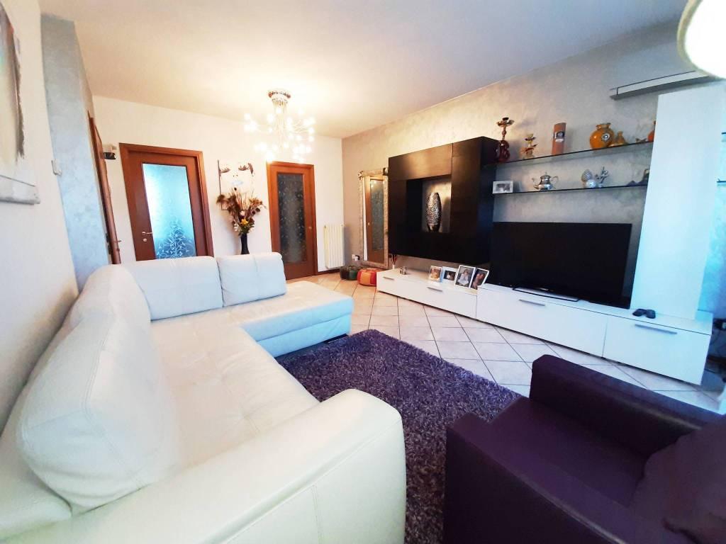 foto SOGGIORNO 3-room flat via Guglielmo Marconi 70, Seriate