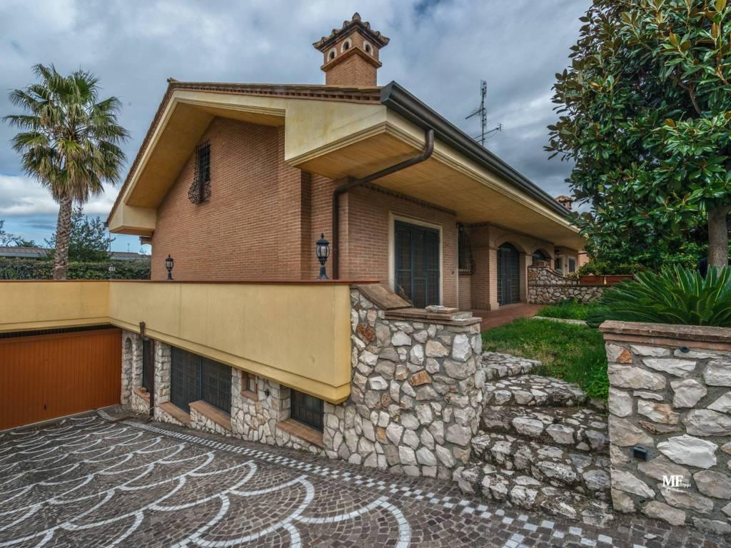 Vendita Villa plurifamiliare in via Fratelli Wright ...