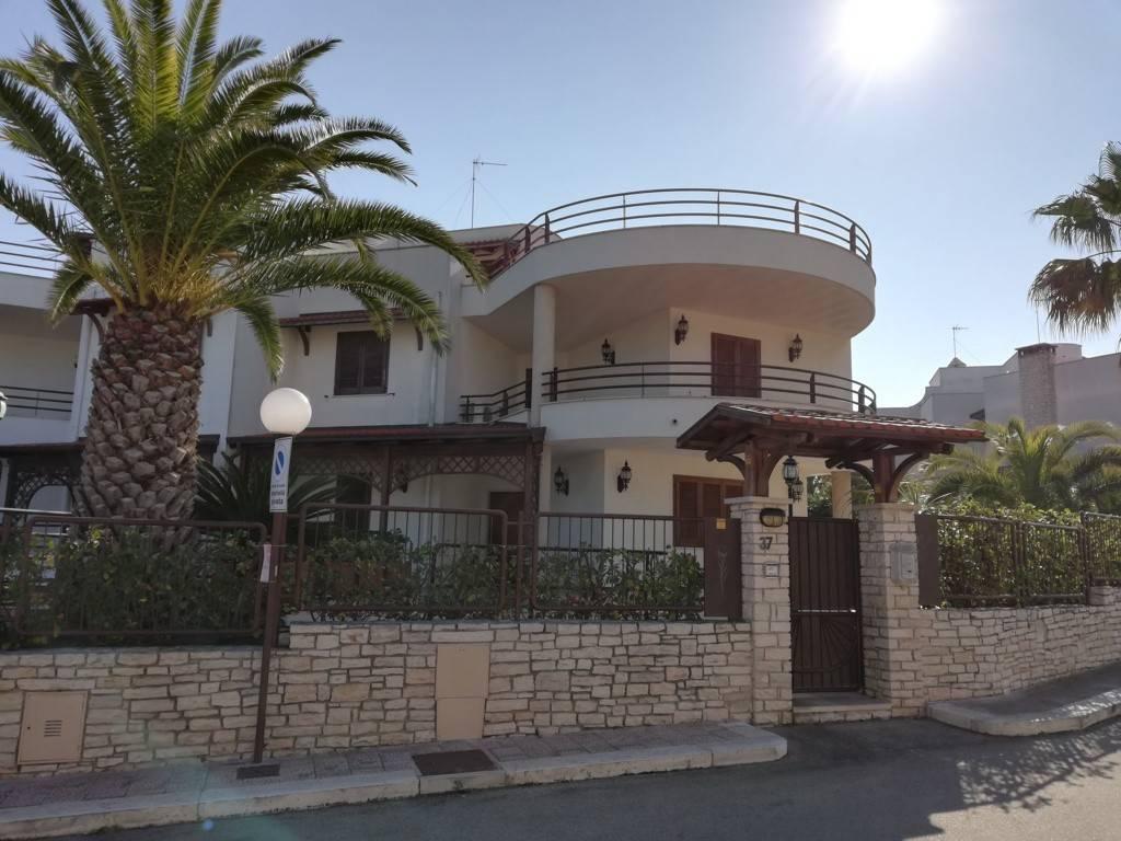 Agenzia Corso Immobiliare Bisceglie vendita villa bifamiliare in via luigi di molfetta 47