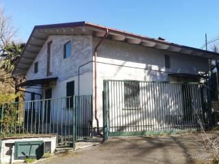 Photo - Single-family townhouse Strada Provinciale di Isola del Gran Sasso d'Italia, Castel Castagna