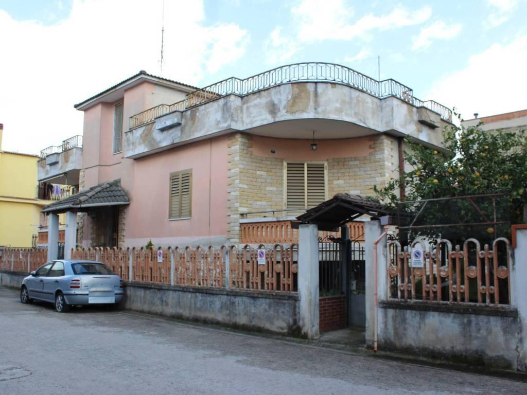 foto ESTERNO Einfamilienhaus via Appia 255, Maddaloni