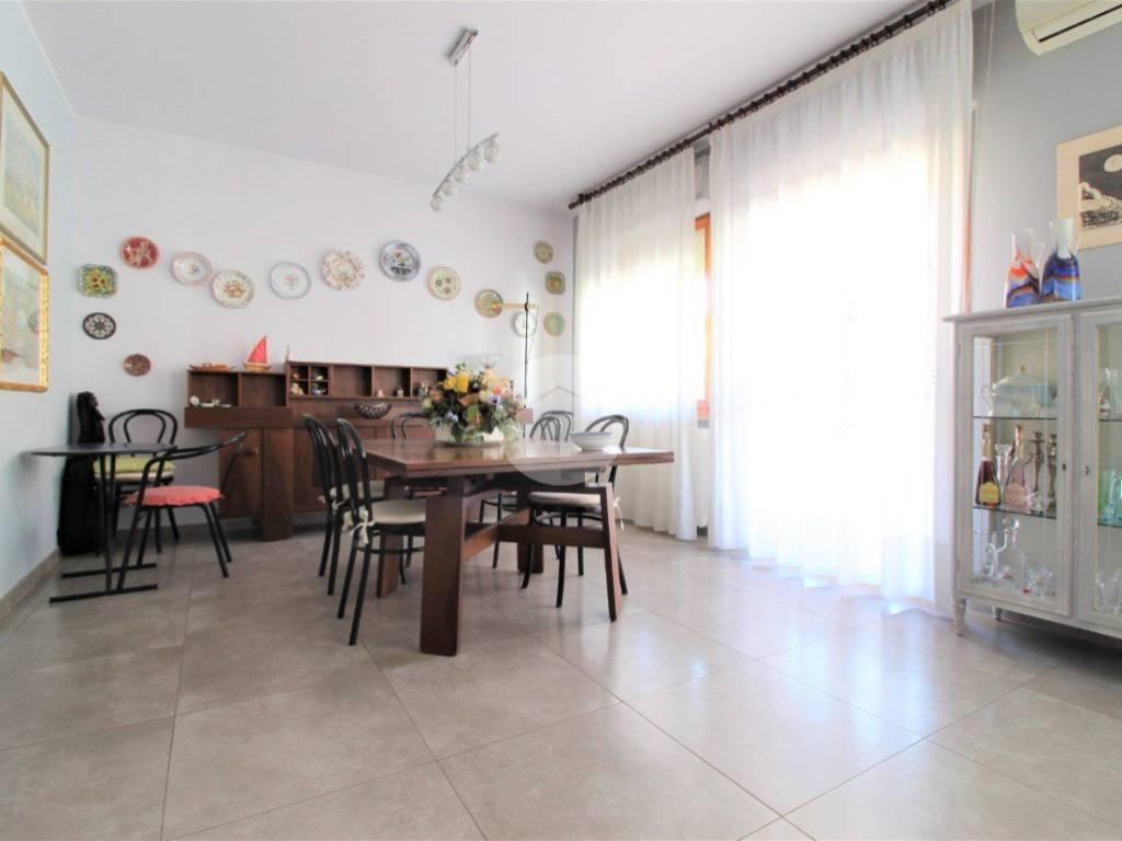 Vendita Appartamento In Via Tevere 26 San Benedetto Del Tronto Ottimo Stato Secondo Piano Terrazza Riscaldamento Autonomo Rif 79527149