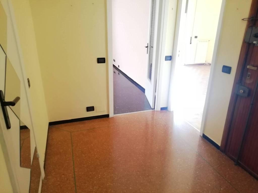 Vendita Porte A Genova vendita appartamento genova. trilocale in via molassana 110b