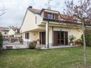 Foto - Villa unifamiliare viale Monza, Usmate Velate