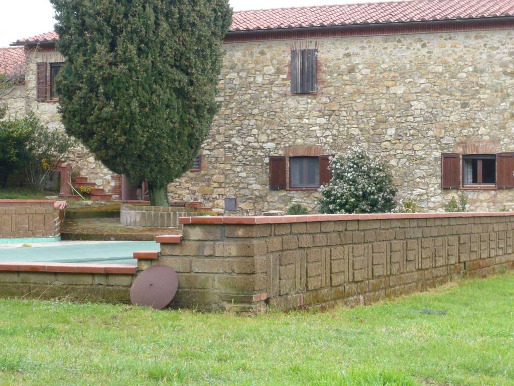 Fronte Casale con Piscina - VENDESI CASALE IN PIETRA CON PISCINA IN MAREMMA