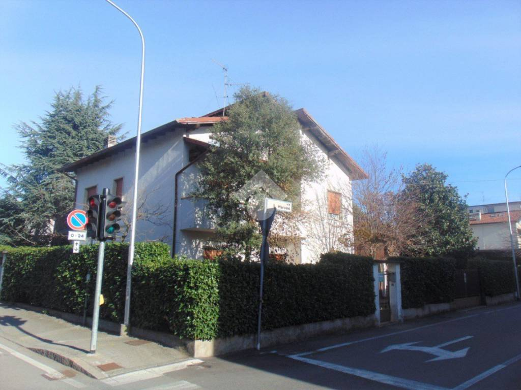 foto  Two-family villa via guglielmo marconi, Azzano San Paolo