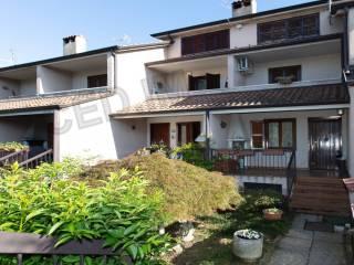 Foto - Villa a schiera 4 locali, buono stato, Lainate