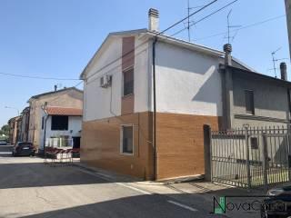 Foto - Terratetto unifamiliare via Fratelli Cairoli, Castelnuovo Bocca d'Adda