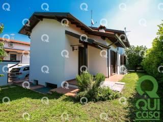 Foto - Villa bifamiliare, buono stato, 149 mq, Lazzate