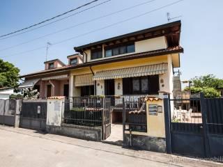 Foto - Trilocale via San Pietro 22-a, Arconate