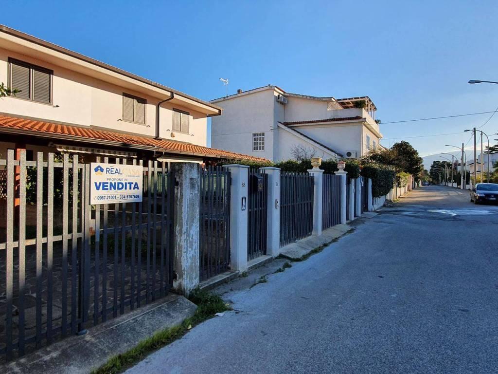 Vendita Villa a schiera in viale delle Regioni Montepaone ...