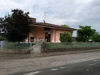 Photo - Two-family villa via Achille Grandi 15, Castellucchio
