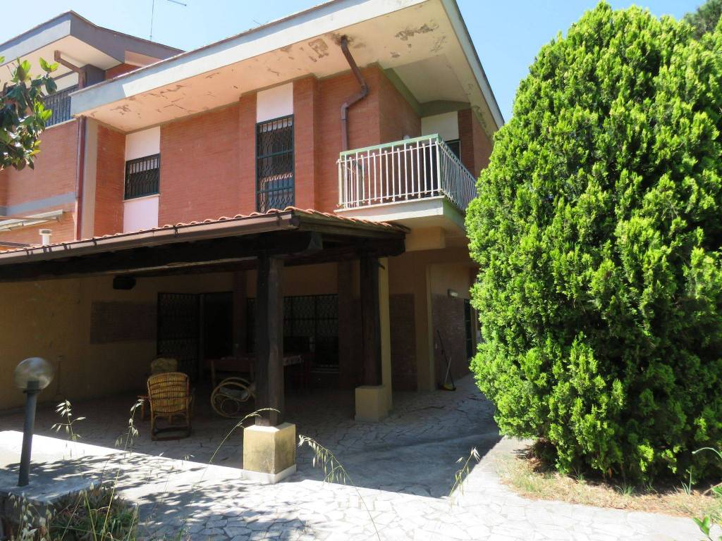 Vendita Villa bifamiliare in viale Andromeda 1 Ardea ...