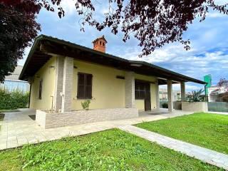 Foto - Villa unifamiliare via Roma 13, Medolago