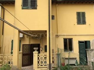 Photo - Terraced house via Santa Maria, Santa Maria, Campi Bisenzio