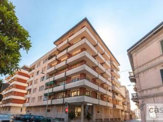 Foto - Trilocale via Giuseppe Grandi 2, Centro, Varese