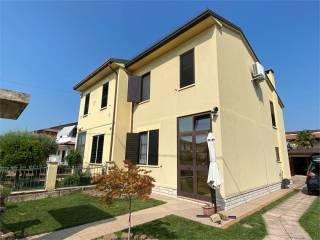 Foto - Villa bifamiliare via Giuseppe Verdi 10, Castel d'Ario