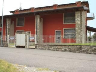 Foto - Villa a schiera via Alessandro Manzoni, Capriolo