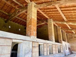 Photo - Dairy farm, to be refurbished, 450 sq.m., Casalbuttano ed Uniti