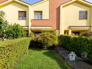 Foto - Villa a schiera via delle Grigne 20, Triuggio