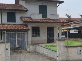 Foto - Villa a schiera via Lev Tolstoj, Porto Mantovano