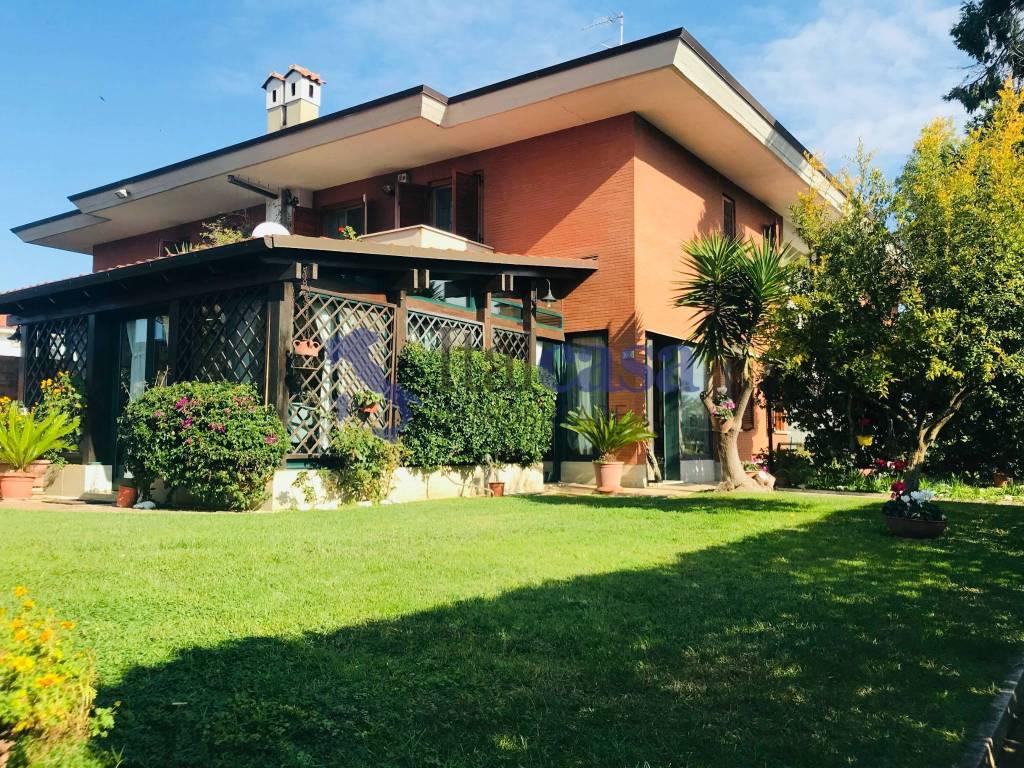 Vendita Villa plurifamiliare in via Guido d'Arezzo Latina ...
