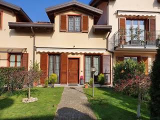 Foto - Villa a schiera via Giuseppe Mazzini, Bisuschio
