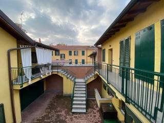 Foto - Trilocale via Pasubio 6, Pessano con Bornago