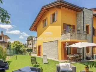 Foto - Villa a schiera via Umbria 5, Altopiano, Baruccana, Seveso