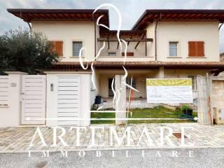 Foto - Villa a schiera, nuova, Querceta, Seravezza