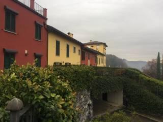Foto - Quadrilocale via Papa Giovanni XXIII, Brianzola, Castello di Brianza