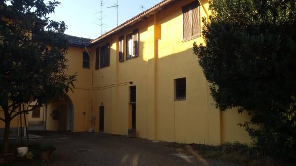 foto ESTERNO Bilocale viale Lombardia 21, Cassinetta di Lugagnano