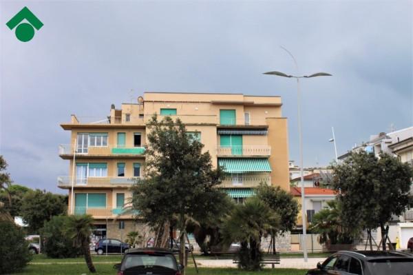 foto  Trilocale piazza Principe Umberto, 1, Camaiore