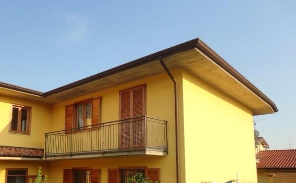 Vendita appartamento cenate sopra bilocale in via prati for Piani per due box auto con appartamento sopra