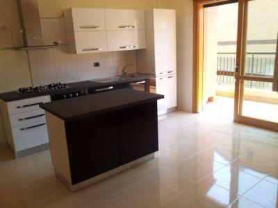 Vendita appartamento ciampino trilocale in via di morena for Mobilio completo casa