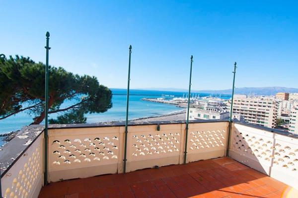 Vendita appartamento in via san vito genova da for Appartamento di 600 metri quadrati con 2 camere da letto