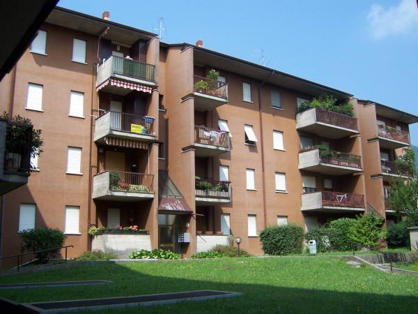 Vendita appartamento nembro trilocale in via gioacchino for 2 camere da letto 2 bagni planimetrie della cabina di log