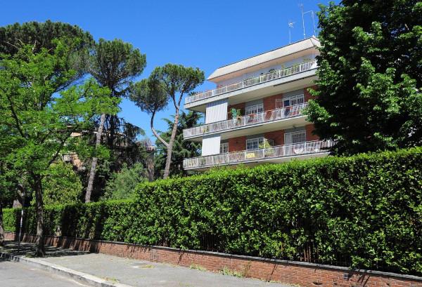 Vendita appartamento roma quadrilocale in via meropia 28 for Planimetria dell appartamento in vendita